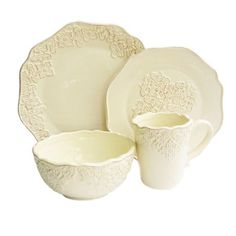 Create a charming tablescape for your guests to enjoy with this chic entertaining necessity.    Product: 4 Dinner plates