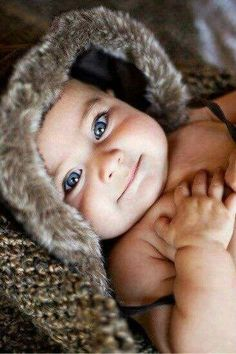 Here are some cute baby pictures to brighten your day even more. It takes lot of patience and effort to capture that innocent smile and sparkle you find in baby's face. Enjoy these beautiful baby pictures. Little Babies, Little Ones, Cute Babies, Chubby Babies, Precious Children, Beautiful Children, Beautiful Babies Pics, Baby Pictures, Baby Photos