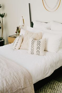 Teen Girl Bedrooms fresh detail 3740782556 Super tips to form a cozy bedroom. Bedroom Ideas Master On A Budget, Rustic Master Bedroom, Small Room Bedroom, Cozy Bedroom, Small Rooms, Bedroom Decor, Little Italy, Neutral Pillows, Couple Room