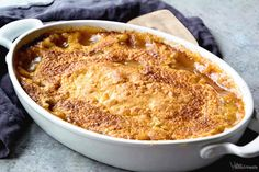 Easy Peach Cobbler ~ Only 4 Ingredients to This Easy, Delicious Dessert! Ooey Gooey Peach Pie Filling with a Buttery Topping! Homemade Desserts, Fun Desserts, Delicious Desserts, Dessert Recipes, Awesome Desserts, Yummy Food, Easy Cooking, Cooking Recipes, Pumpkin Crisp