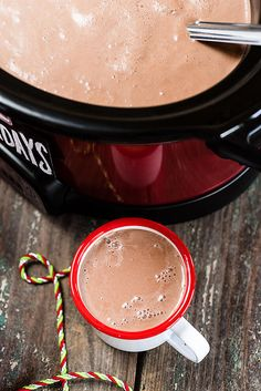 Snuggle up with slow cooker hot chocolate Crockpot Hot Chocolate, Homemade Hot Chocolate, Hot Chocolate Bars, Hot Chocolate Recipes, Mexican Chocolate, Vegan Slow Cooker, Slow Cooker Recipes, Crockpot Recipes, Crockpot Drinks