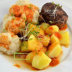 Homemade slavink | slavink | blinde vink | gekookte bloemkool | aardappelen groente vlees recepten | homemade | spek gehakt rol | woensdag gehaktdag | lekkere recepten voor 2 Juni, Potato Salad, Cauliflower, Potatoes, Homemade, Vegetables, Ethnic Recipes, Food, Tomatoes