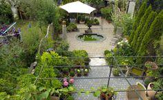 Dieser Reihenhausgarten Wirkt Geräumig Und Gut Proportioniert. Dafür Sorgen  Unter Anderem Die Unterschiedlichen Bodenbeläge Und