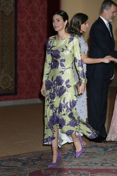 Queen Letizia of Spain, King of Spain Princess of Hanover in Spain Princess Alessandra, Sassa de Osma, Royal Fashion, All Fashion, One Suitcase Outfits, Outfits Fiesta, Estilo Real, Royal Brides, Colourful Outfits, Wedding Looks, Spring Dresses