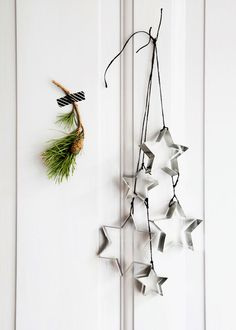 CV_Noel_Scandinave_Ornement_Emporte_Piece - diy decorations for home Minimal Christmas, Christmas On A Budget, Noel Christmas, Scandinavian Christmas, Winter Christmas, All Things Christmas, Christmas Crafts, Christmas Ornaments, Scandinavian Style
