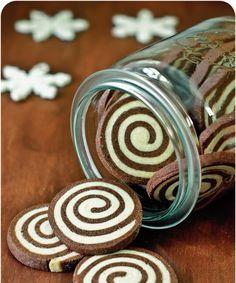 So, weiter geht's - es gibt noch viel zu tun! Die heutigen Kekse sind keine normalen, nehein heute gibt's sog. functional cookies ! Die ...