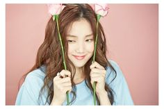 Lee Sung Kyung has revealed pretty date looks for YG Entertainment's cosmetic brand moonshot. She is a model and actress under the same agency. A video featu...