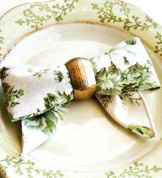 tellastella festa: Dobradura com guardanapo : laço  Um detalhe simples pode fazer um belo efeito na hora de decorar uma mesa . Esse modelo de dobradura com guardanapo, faz toda a diferença,  trazendo um charme delicado a sua mesa.