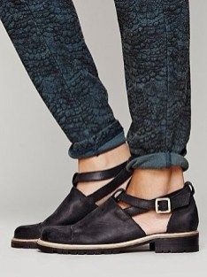 Good Choice Flat Shoes For Women Work Outfits This Fall22