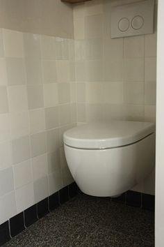 witjes in de maat 13x13 , zwarte holplint - sanitairplint en granito tegels | MoOi Carine!. deze tegels zijn verkrijgbaar bij mozaiek utrecht