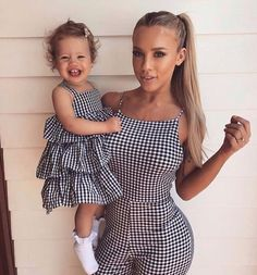 Tammy Hembrow matching outfit with daughter saski Mother Daughter Matching Outfits, Mother Daughter Fashion, Matching Family Outfits, Mom Daughter, Fashion Kids, Fashion Maman, Mom And Baby Outfits, Baby Girl Tutu, Child Baby