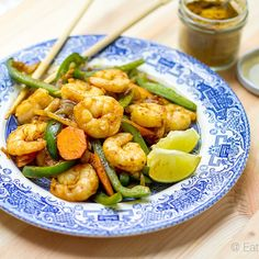 nutritious and tasty curry coconut prawn stir fry - on the table in 15 minutes. Seriously, this is so easy. ⬆️