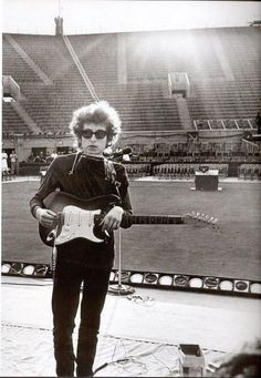 Bob Dylan at Forest Hills, New York City, 1965.    (Source: retro2go, via blueruins)