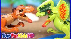 Videos de Dinosaurios para niños  Tyrannosaurus Rex v/s Dilophosaurus  Lego Dinosaurios