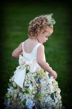 Flower girl dress, with real flowers. the flower idea is cute. but not real flowers :P Flower Girls, Robes Tutu, Real Flowers, Hair Flowers, Cut Flowers, Beautiful Flowers, Flower Dresses, Flower Skirt, Rose Dress