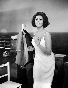 Sophia Loren, photo by Alfred Eisenstaedt, London, Feb. 1966