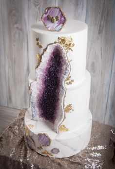 Amethyst geode cake by Wedding Painting Cakes by Soraya Torrejon - http://cakesdecor.com/cakes/304889-amethyst-geode-cake