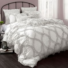 White-hued comforter set with a ruffled design.  Product: Queen: 1 Comforter and 2 standard shamsKing: 1 Comfor...