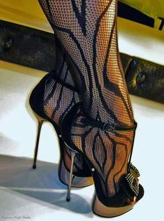Hot Heels, Sexy Heels, Stiletto Heels, Top Shoes, Me Too Shoes, Pantyhose Heels, Very High Heels, Gorgeous Heels, Heels Outfits