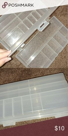 Plastic Makeup Organizer Nice and compact organizer. I just had no use for this! Make an offer? Makeup Brushes & Tools