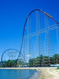 Millenium Force at Cedar Point.bucket list ride this coaster Best Roller Coasters, Roller Coaster Ride, Cedar Point, Parc A Theme, Sandusky Ohio, Kings Island, Amusement Park Rides, Places To See, Abandoned Castles