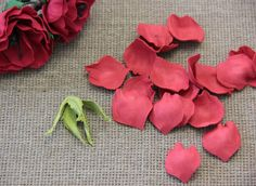 Роза из фоамирана: 50 Идей элегантных готовых украшений, вводный мастер-класс http://happymodern.ru/roza-iz-foamirana/ Обработка лепестков Смотри больше http://happymodern.ru/roza-iz-foamirana/