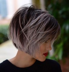 Bob with Contrasting Highlights Womens Bob Hairstyles, Short Shag Hairstyles, Messy Hairstyles, Blunt Bob Haircuts, Thin Hair Haircuts, Cool Haircuts, Funky Short Hair, Short Hair Cuts For Women, Short Hair Styles
