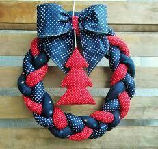 Wianek świąteczny / Christmas wreath made of cotton Wreath Crafts, Diy Wreath, Diy And Crafts, Christmas Crafts, Couronne Diy, Christmas Feeling, Hanging Flower Wall, Diy Artwork, Xmas Wreaths