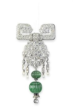 AN EXQUISITE ART DECO EMERALD AND DIAMOND BROOCH, BY CARTIER