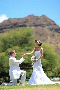 ハワイ フォトウェディング カピオラニパーク ダイアモンドヘッドをバックにダイナミックプロポーズ!