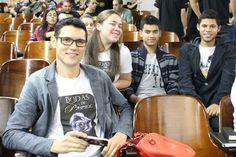 O #escritor #DanielMoraes autor do #livro #BodasDePapel no lançamento na #UBC em #MogiDasCruzes - #SP Na foto atrás, Andreia Santana, Juca e Matheus.