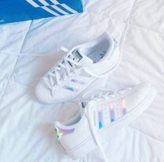 Wheretoget - White Adidas Superstar sneakers with holographic stripes Sock Shoes, Cute Shoes, Me Too Shoes, Adidas Shoes Women, Adidas Sneakers, Shoes Sneakers, Shoes Addidas, Adidas Shirt, Women's Shoes