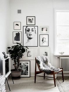 23 Cool Black and White Wall Gallery Decorating Ideas for Living Room - Page 24 of 24 Manly Living Room, Living Room Decor Tips, Living Room Bar, Small Living Room Furniture, Bedroom Furniture Design, Living Room Remodel, Living Room Inspiration, Interior Design Living Room, Living Rooms