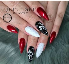 Cute Toe Nails, Dope Nails, Pretty Nails, Xmas Nails, Holiday Nails, Christmas Nails, Red Stiletto Nails, Red Nails, Chic Nails