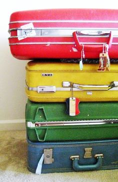 Mama Mia! How pretty are these vintage suitcases?