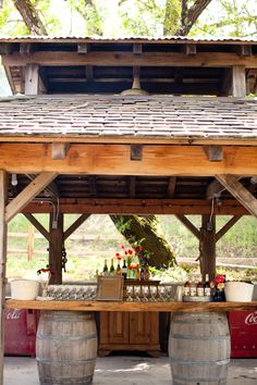 barrel bar : this goes the barn/country theme !