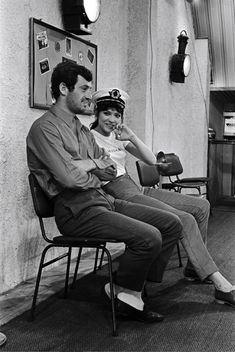 Jean Paul Belomndo and Anna Karina on the set of Pierrot le fou directed by Jean-Luc Godard, 1965