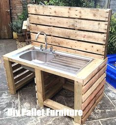 If you are looking for Outdoor Kitchen Ideas Diy, You come to the right place. Here are the Outdoor Kitchen Ideas Diy. This post about Outdoor Kitchen Ideas Di. Wooden Pallet Projects, Wooden Pallet Furniture, Wooden Pallets, Wooden Diy, Outdoor Furniture Sets, Outdoor Decor, Furniture Ideas, Diy Projects, Outdoor Pallet