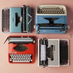 Creative Writing, Sara, Lindholm, Typewriters, and Vintage image ideas & inspiration on Designspiration Vintage Typewriters, Vintage Cameras, Vintage Images, Retro Vintage, Vintage Items, Antique Typewriter, Retro Office, Portable Typewriter, Out Of Style