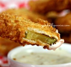 Crispy Fried Dill Pickles recipe This easy deep fried pickles recipe means I don t have to go to the restaurant to get my fix of these now Appetizer Recipes, Snack Recipes, Appetizers, Cooking Recipes, Snacks, Protein Recipes, Potato Recipes, Cake Recipes, Healthy Recipes