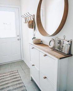 Apartment Entryway, Entryway Decor, Wall Decor, Apartment Ideas, Cottage Entryway, Bedroom Apartment, Entryway Bench, Apartment Therapy, Wall Art