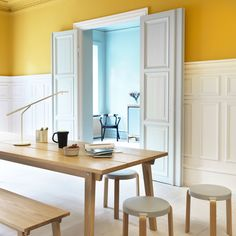 Creating a homey space is also about looking at the surroundings and the people who will inhabit it, in order to make it feel just right. Nordic Design, Scandinavian Design, Nordic Interior, Interior Design, Large Desk, Decoration, Interior Inspiration, Contemporary Design, Furniture Design