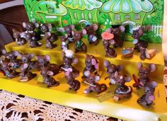 JOSEF-ORIGINALS-30-MICE-WITH-THE-MOUSE-VILLAGE-DISPLAY