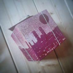Barcelona: Pintura con spray del Skylane de Barcelona sobre un taco de madera encontrado en la ciudad. @sferrerdalmau #pintura #barcelona #reciclaje Barcelona, Diy, Recycling, City, Objects, Hand Made, Pintura, Manualidades, Bricolage