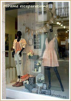 Boutique Decor, Boutique Interior, Fashion Boutique, Lingerie Store Design, Truck Store, Boutique Window Displays, Fashion Retail Interior, Opening A Boutique, Clothing Displays
