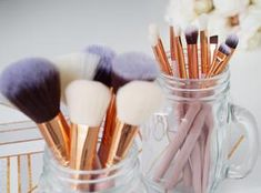 Separating brushes used for light and dark colors in mason jars Brow Brush, Contour Brush, Makeup Brush Holders, Makeup Brush Set, Makeup Needs, Dark Colors, Makeup Yourself, Light In The Dark, Brushes