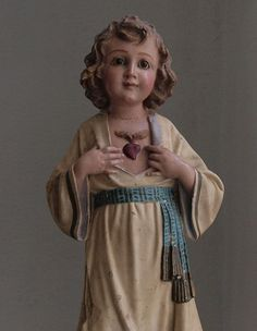 Etsy のAttractive Young Jesus Religious statue Glass Eyes Olot Spain 1930s  Antique /762(ショップ名:GliciniaANTIC)