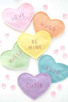 DIY felt crinkle conversation hearts. Adorable Valentine's Day craft to do with kids, great toy for babies!