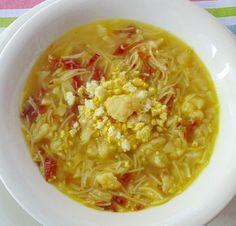 Aprende a preparar Sopa de jamón ibérico y coliflor con esta rica y fácil receta. Aquí la verdura lavada y troceada. Separaremos los ramilletes de la coliflor con un poco de paciencia, al final salen y muchos, es importante que sean menudos. Chili, Soup, Healthy, Ethnic Recipes, Spanish, Beautiful, Ham Soup, Cauliflower Soup, Vegetarian Recipes