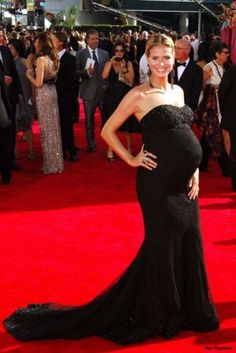 Kate Middleton is clearly not the first woman to ever be pregnant: Take a look at maternity fashion from the last few hundred years. Pregnancy Wardrobe, Pregnancy Outfits, Maternity Wardrobe, Pregnancy Fashion, Maternity Gowns, Maternity Fashion, Maternity Style, Kim Kardashian Pregnant, Family Maternity Photos